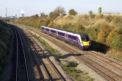 180106 passes South Moreton on 27/10/2005 whilst forming 1F46 1124 Hereford-London Paddington.