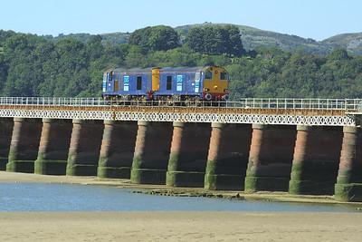 20308+20314 cross Kent Viaduct, Arnside unfortunately without any flasks as 0C51 1151 Sellafield-Heysham PS on 08/09/2004.