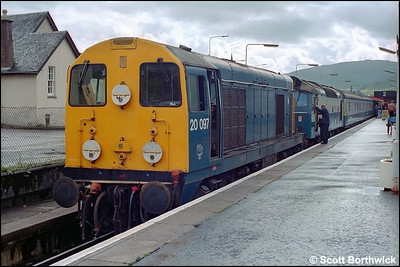 20097 prepares to shunt 97252 ETHEL3 and the Fort William-London Euston sleeping cars onto the 1550 Mallaig-Glasgow Queen Street at Fort William on 19/07/1985.