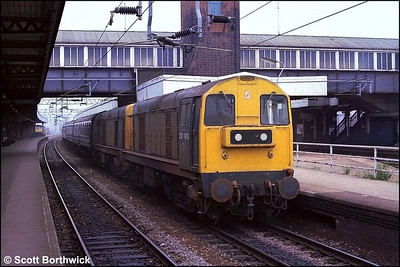 20183+20075 await departure time at Nuneaton with 1E86 0742 Nuneaton-Skegness on a dreary 21/07/1984. The train was the 0816 ex Leicester which for this and the following Saturday (28th) started back at Nuneaton.