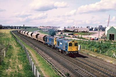 20008+20144 power 6P66 Middlesbrough Goods-Boulby Potash Mine at Southbank, Middlesbrough on 01/06/1988.