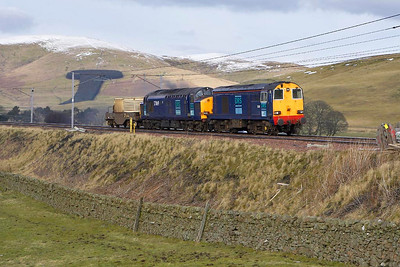 20311+37069 pass Crawford in the Scottish Borders with 6M22 1245 ThO Q Hunterston-Carlisle Kingmoor Depot nuclear flask on 03/03/2005.