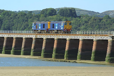 20308+20314 cross Kent Viaduct, Arnside unfortunately without any flasks as 0C51 1151 Sellafield-Heysham PS on 08/09/2004.