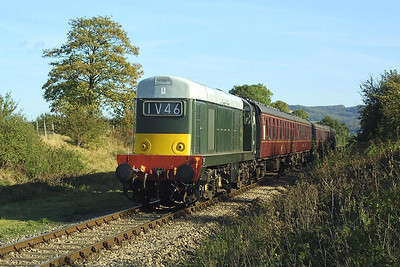 D8137 nears Chicken Curve on the Gloucestershire & Warwickshire Railway whilst working the 1115 Toddington-Gotherington service on 19/10/2002.