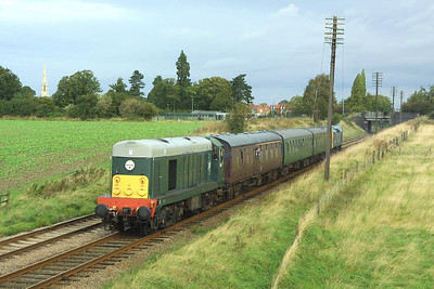 D8098 leads 25265 in top and tail mode whilst working 2C05 0905 Loughborough-Rothley on 18/09/2004. The train is seen passing Woodthorpe during the Great Central Railways Autumn Diesel Gala.