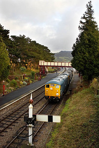 24081+47105 await the road at Winchcombe on 27/12/2005 with the 1430 Toddington-Cheltenham Racecourse service.