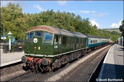 D5061 awaits departure from Grosmont with 2A33 1210 Grosmont-Goathland on 18/09/2010.