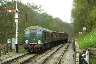 D5061 arrives at Goathland on 24/04/2004 with the 1230 Grosmont-Goathland shuttle.