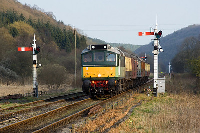 D7628 (25278) approaches Levisham on 20/04/2007 with 2G24 1750 Pickering-Grosmont.