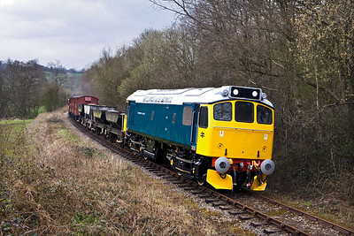25322 'Tamworth Castle' passes Dustystile with a mixed freight on 19/04/2008.