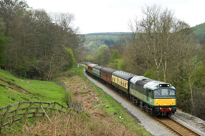D7628 (25278) coasts downhill at Green end on 20/04/2007 whilst working 2G06 1115 Pickering-Grosmont.