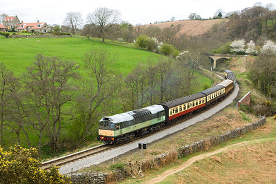 D7628 (25278) climbs up to Goathland at Darnholm with the first southbound service of the 2007 Diesel Gala, 2P01 0945 Grosmont-Pickering on 20/04/2007.