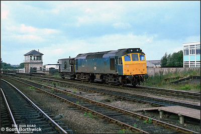 25202 trundles through Lincoln St Marks with a single brake van in tow on 06/09/1983. Lincoln St Marks closed on 13/05/1985 to make way for the construction of the St. Marks Shopping Centre. Services were diverted by way of a newly constructed line into Lincoln Central.