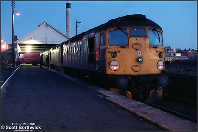 26040+26034 stand at Wick as the days mail is loaded onto 2N37 1800 Wick-Inverness on 18/12/1984.