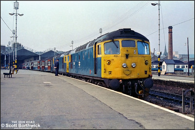 26043+26030 stand at Inverness prior to departure with 1A27 1048 Inverness-Aberdeen on 26/07/1983.