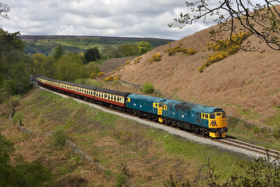 27001+26024 climb up to Goathland at Thomason Foss on 13/05/2005 with the 1145 Grosmont-Pickering service.