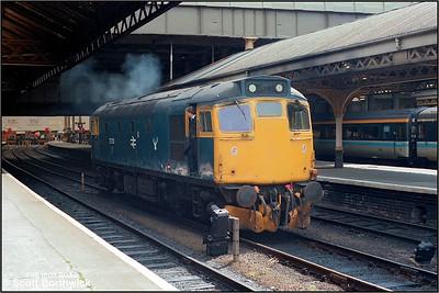 27051 stands at Edinburgh Waverley awaiting to work 2J05 1115 Edinburgh Waverley-Dundee on 20/07/1985.