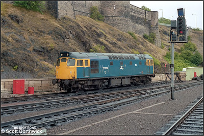 27206 stabled at the east end of Edinburgh Waverley at 1127 on 20/07/1985.
