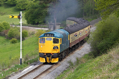 27001 passes the peg at Green End whilst working the 1145 Grosmont-Pickering service on 15/05/2005.