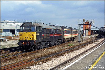 31468 brings up the rear of 1O98 1200 Cardiff Central-Brighton as the train arrives at Salisbury on 26/09/2003.