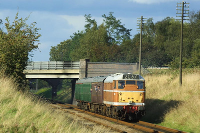 D5830 is seen at Woodthorpe on 18/09/2004 during the GCR's Autumn Diesel Gala working 2C37 1605 Loughborough-Rothley.