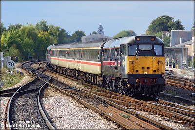 31602 leads 31468 into Salisbury whilst working 1O98 1200 Cardiff Central-Brighton on 26/09/2003.