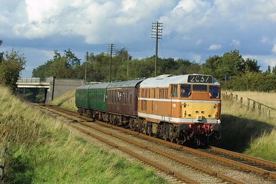 D5830 is pictured at Woodthorpe on 18/09/2004 during the GCR's Autumn Diesel Gala working 2C37 1605 Loughborough-Rothley.