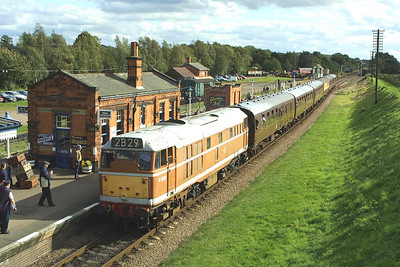 D5830 draws to a halt at Quorn & Woodhouse with 2B29 1500 Leicester North-Loughborough on 19/09/2004.