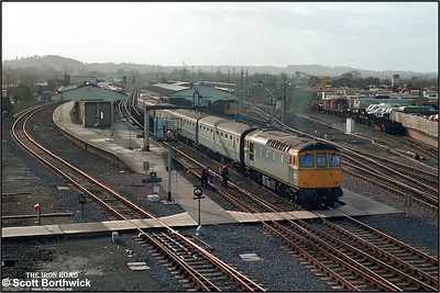 33034 restarts 1V25 1110 Portsmouth Harbour-Bristol Temple Meads away from Westbury on 21/11/1984.