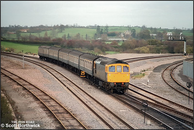 33017 approaches Westbury with 1O79 1215 Cardiff Central-Portsmouth Harbour on 21/11/1984.