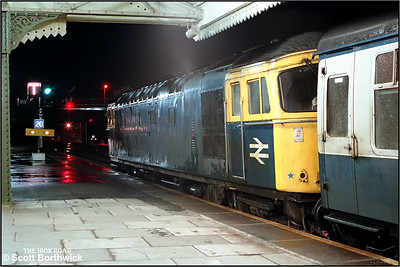 33024 calls at Westbury with 1V30 1510 Portsmouth Harbour-Weston Super Mare on 21/11/1984.