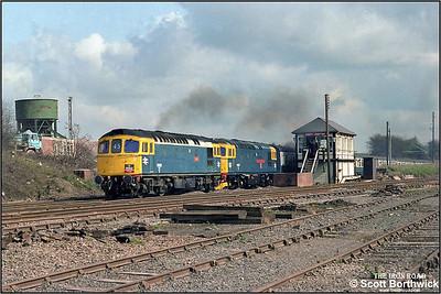 33025 'Sultan' & 33027 'Earl Mountbatten of Burma' thrash past the box at Abbey Junction, Nuneaton whilst working Hertfordshire Railtours 'Annesley Anabasis' railtour, 1Z25 0730 London Euston-Annesley Colliery on 02/04/1983.