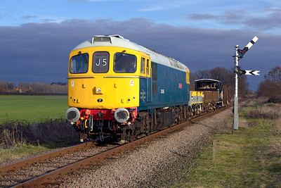 33065 passes Sutton Cross with a short PW train on 24/02/2007.