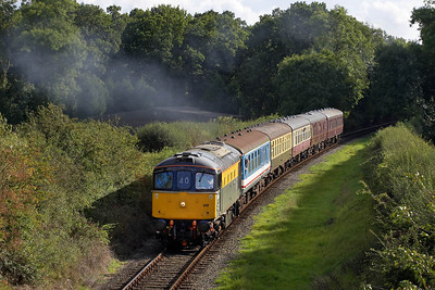 33019 powers away from Market Bosworth on 25/09/2005 whilst working the 1530 Shenton-Shackerstone service.