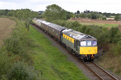 33019 nears Market Bosworth on 25/09/2005 with the 1400 Shackerstone-Shenton service.