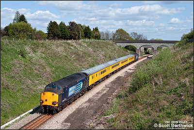 37069 & 37059 approach Evesham at Aldington 'top and tailing' 1Q13 0935 Tyseley LMD-Tyseley LMD via Worcester, Oxford & Worcester on 12/04/2011.