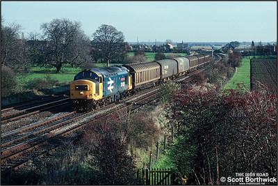 37420 passes Knabbs Bridge, Melton Ross with 6S32 1130 Immingham Norsk Hydro-Leith South fertiliser on 19/11/1990.