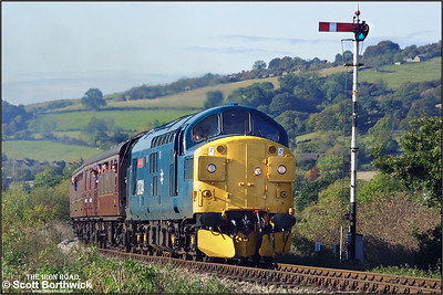 37324 'Clydebridge' rounds Chicken Curve, Greet whilst working the 1035 Gotherington-Toddington service on 19/10/2002.