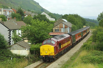 37417 approaches Tir Phil on 31/07/2004 with 2F18 1015 Rhymney-Cardiff Central.