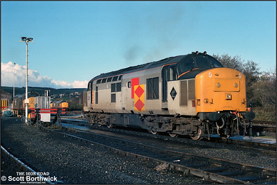 37673 rests between duties at St Blazey (BZ) on 23/11/1987. 37675 is visible on the turntable with 37674+37670 in the distance.