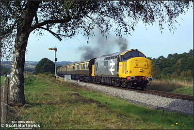 37906 approaches Foley Park tunnel with the 1020 Bridgnorth-Kidderminster service on 04/10/2002.