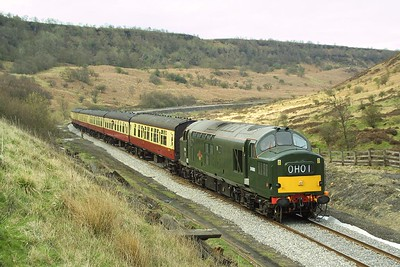 37261 passes through Newtondale at Carters House on 23/04/2004 whilst working the 1450 Grosmont-Pickering service.