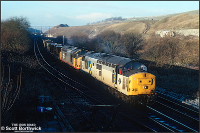 37422+37685 pass Great Rocks Jnct with 6H45 1200 Oakleigh Sdgs-Tunstead Sdgs ety limestone on 04/12/1990.