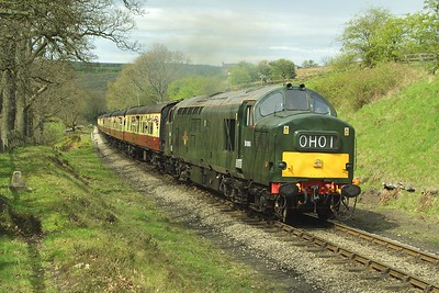 37261 thrashes up the bank at Thomason Foss whilst working the 1150 Grosmont-Pickering on 23/04/2004.