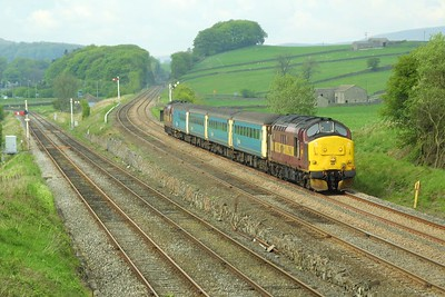 37405 leads 1E23 1333 Carlisle-Leeds at Settle Junction on 10/05/2004, 37408 is on the rear.