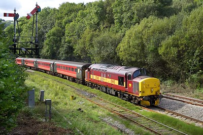 37405 approaches Ystrad Mynach on 17/09/2005 with 2R18 1059 Cardiff Central-Rhymney.