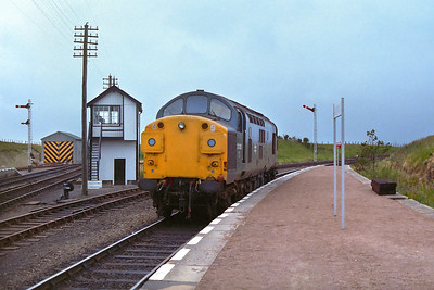 37035 reverses onto the stock of 2K10 1527 Georgemas Junction-Thurso at Georgemas Junction on 29/07/1983.