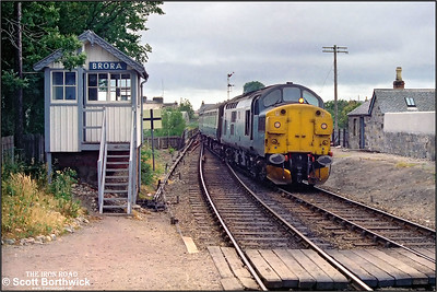 37114 arrives at Brora with 2K09 1140 Inverness-Wick on 29/07/1983.