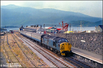 37025 stands at Kyle of Lochalsh on 25/07/1983 prior to working 2N20 1110 Kyle of Lochalsh-Inverness. It would however not reach Inverness due to the failure of 26035 working 2K08 1045 Inverness-Kyle of Lochalsh at Achnasheen with a hot axle box. 37025 was detached from 2N20 at Achnasheen and replaced the ailing 26035 and duly returned to Kyle of Lochalsh on 2K08. Passengers for Inverness had to wait for two hours at Achnasheen until 37183 arrived from Inverness to rescue 2N20.