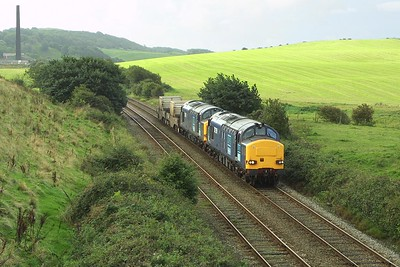 37259+37059 approach Askam with 6C53 0454 SO Crewe-Sellafield on 11/09/2004.
